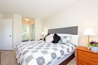 """Photo 8: 405 10188 155 Street in Surrey: Guildford Condo for sale in """"The Sommerset"""" (North Surrey)  : MLS®# R2379338"""