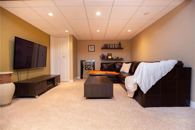 Photo 19: Photos: 94 Woodlawn Avenue in Winnipeg: Residential for sale (2C)  : MLS®# 1925418