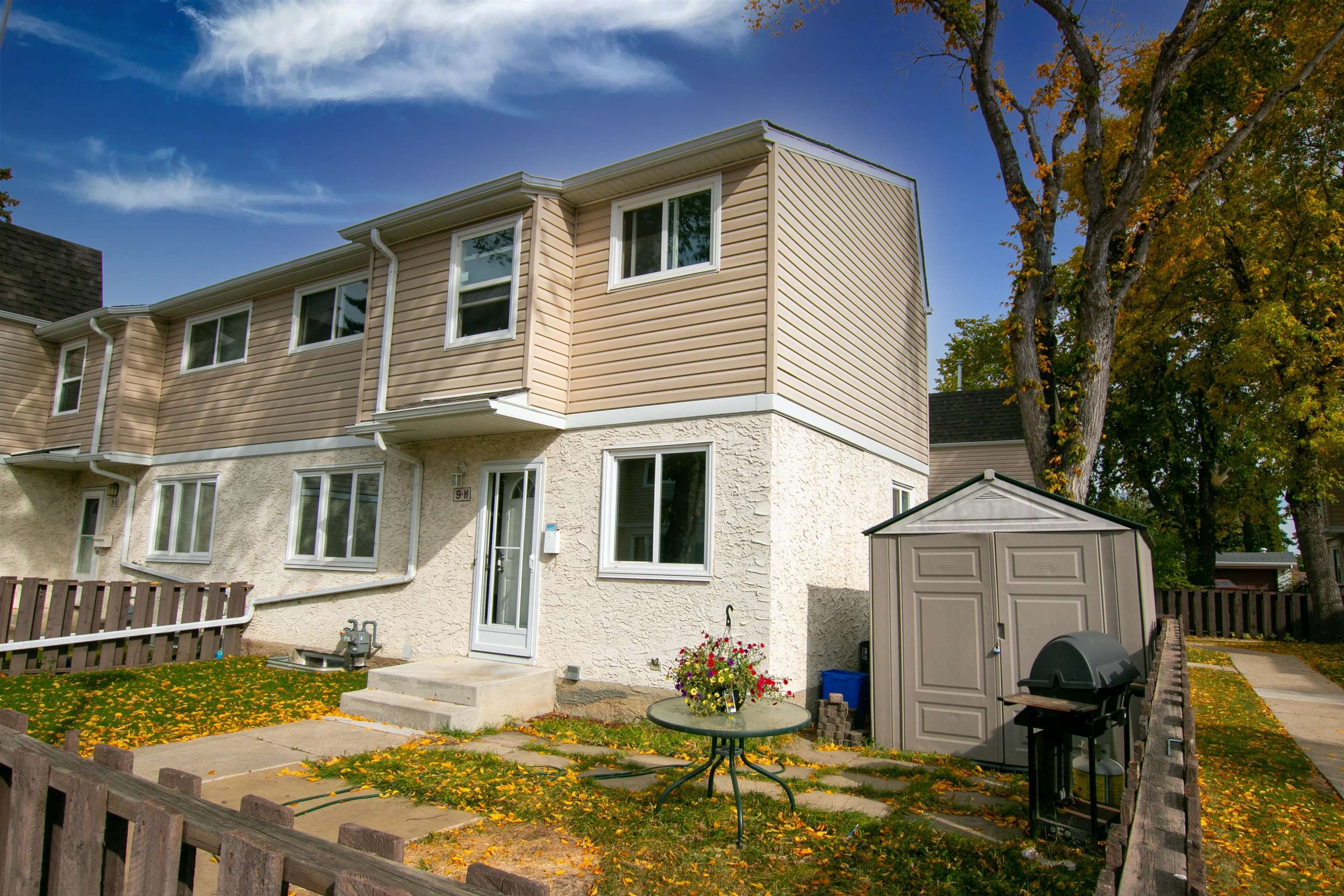 Main Photo: 9H CLAREVIEW Village in Edmonton: Zone 35 Townhouse for sale : MLS®# E4265629