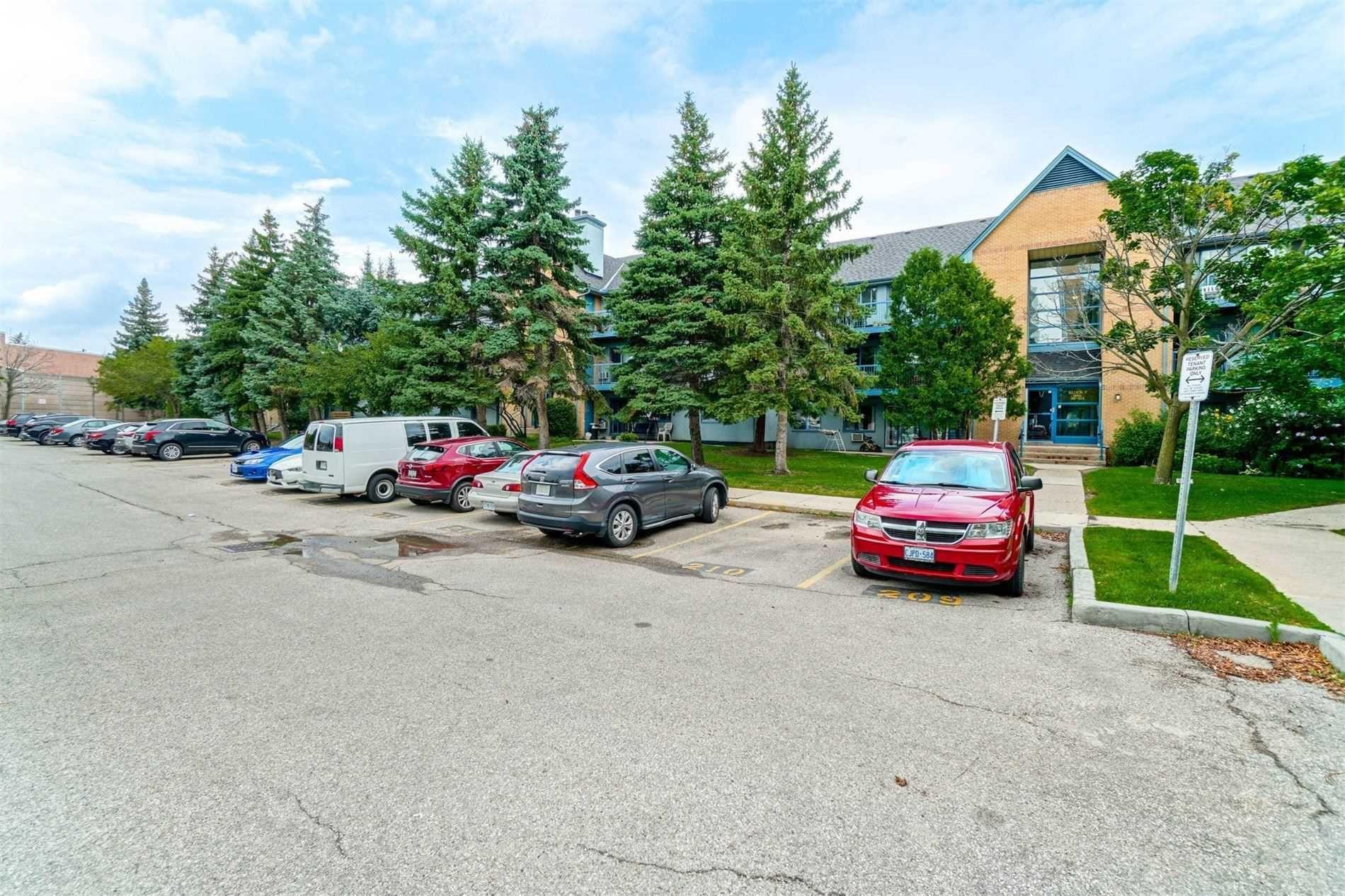 Main Photo: 1021 95 Trailwood Drive in Mississauga: Hurontario Condo for sale : MLS®# W4878419