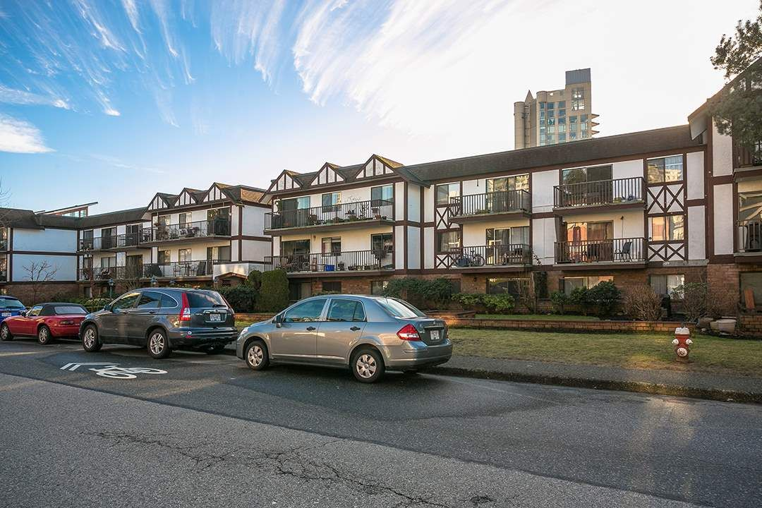 "Main Photo: 307 131 W 4TH Street in North Vancouver: Lower Lonsdale Condo for sale in ""NOTTINGHAM PLACE"" : MLS®# R2135038"