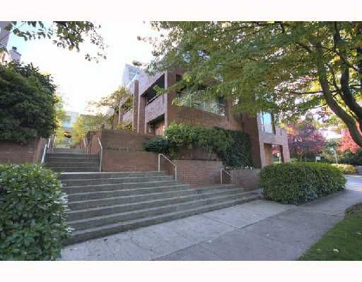 """Main Photo: 6B 766 W 7TH Avenue in Vancouver: Fairview VW Townhouse for sale in """"THE WILLOW COURT"""" (Vancouver West)  : MLS®# V738197"""