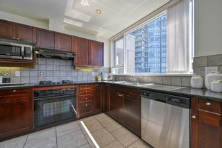 """Photo 13: 705 1383 MARINASIDE Crescent in Vancouver: Yaletown Condo for sale in """"COLUMBUS"""" (Vancouver West)  : MLS®# R2594508"""