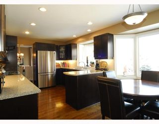 Photo 3: 44 WOODGREEN Crescent SW in CALGARY: Woodlands Residential Detached Single Family for sale (Calgary)  : MLS®# C3310866