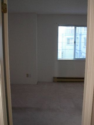 Photo 13: 2 BR in Fairview