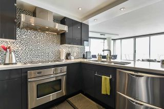 """Photo 14: 1902 1228 MARINASIDE Crescent in Vancouver: Yaletown Condo for sale in """"Crestmark II"""" (Vancouver West)  : MLS®# R2582919"""