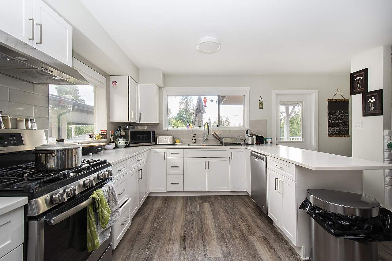 Main Photo: 915 E 14TH Street in North Vancouver: Boulevard House for sale : MLS®# R2511076
