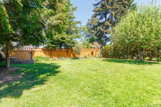 Photo 36: 588 Leaside Ave in VICTORIA: SW Glanford House for sale (Saanich West)  : MLS®# 817494
