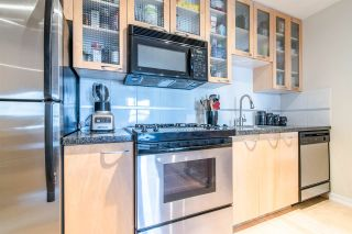 """Photo 1: 1705 969 RICHARDS Street in Vancouver: Downtown VW Condo for sale in """"Mondrian II"""" (Vancouver West)  : MLS®# R2344228"""