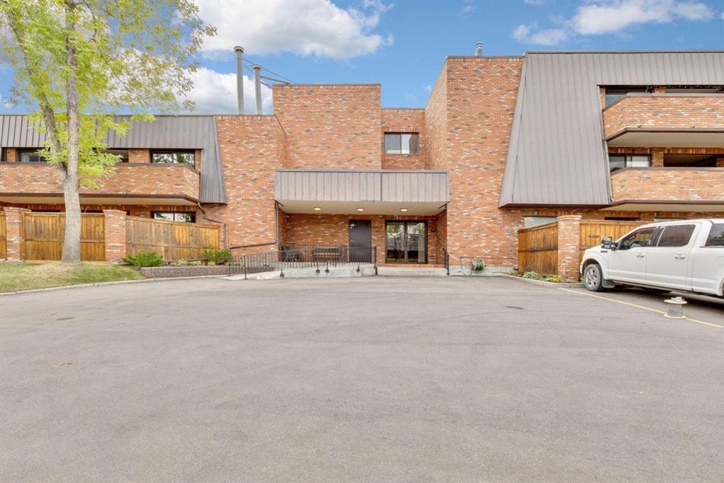 Main Photo: 211 9500 Oakfield Drive SW in Calgary: Oakridge Apartment for sale : MLS®# A1146088
