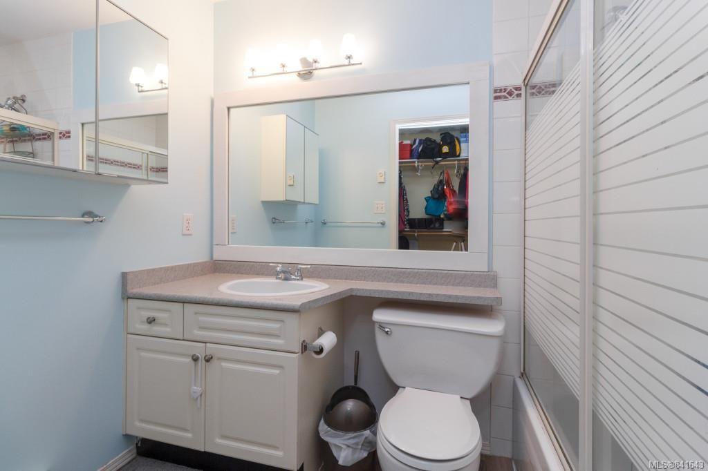 Photo 11: Photos: 408 951 Topaz Ave in Victoria: Vi Hillside Condo for sale : MLS®# 841643