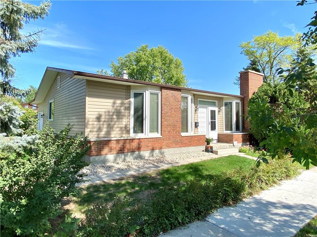 Main Photo: 180 Park Grove Drive in Winnipeg: Southdale Residential for sale (2H)  : MLS®# 202122168