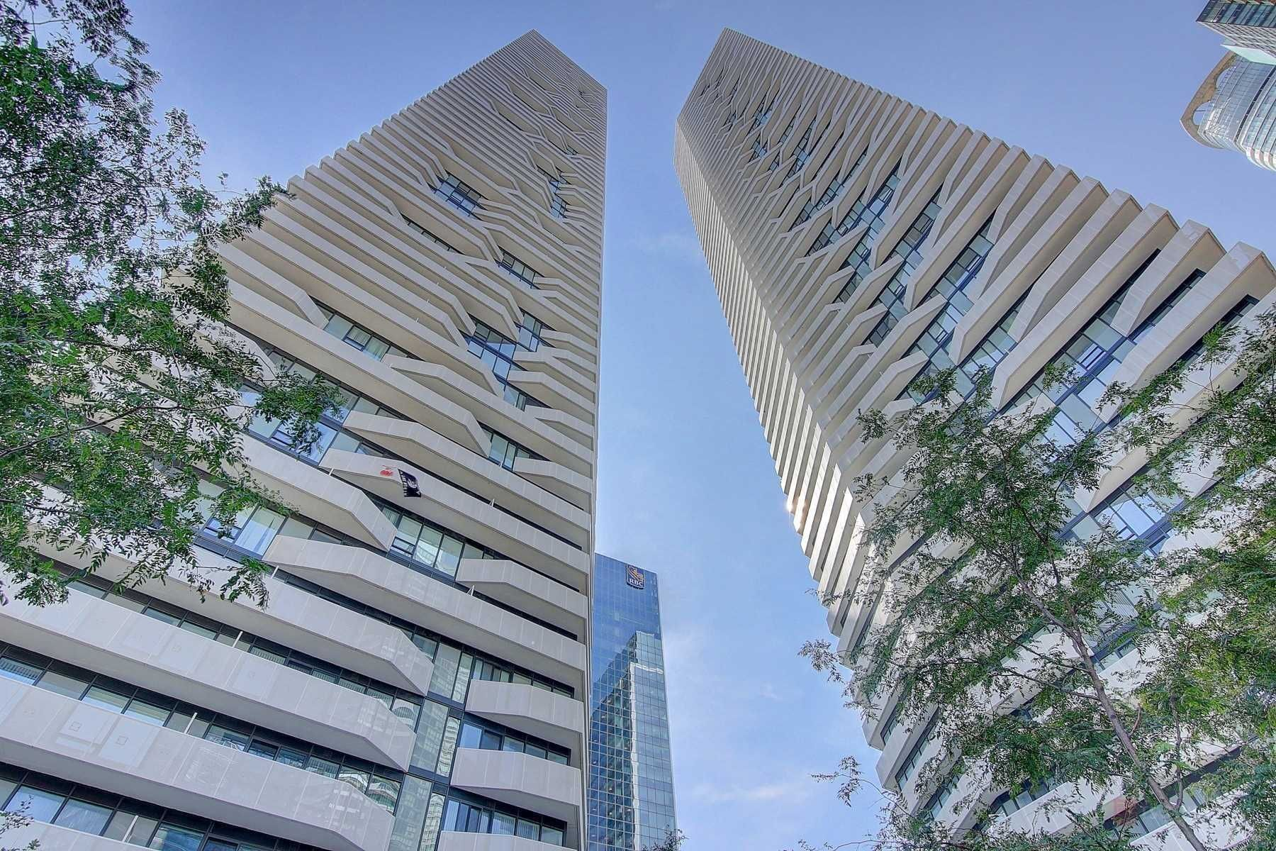 Main Photo: 1401 100 Harbour Street in Toronto: Waterfront Communities C1 Condo for lease (Toronto C01)  : MLS®# C4977762