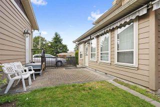 Photo 10: 5555 ROYAL OAK Avenue in Burnaby: Forest Glen BS 1/2 Duplex for sale (Burnaby South)  : MLS®# R2411910