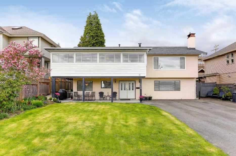 Main Photo: 1049 CHARLAND Avenue in Coquitlam: Central Coquitlam House for sale : MLS®# R2591734