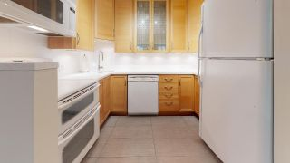 """Photo 2: 104 925 W 15TH Avenue in Vancouver: Fairview VW Condo for sale in """"The Emperor"""" (Vancouver West)  : MLS®# R2500079"""
