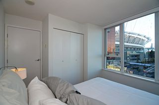 "Photo 11: 801 33 SMITHE Street in Vancouver: Yaletown Condo for sale in ""COOPERS LOOKOUT"" (Vancouver West)  : MLS®# R2448170"