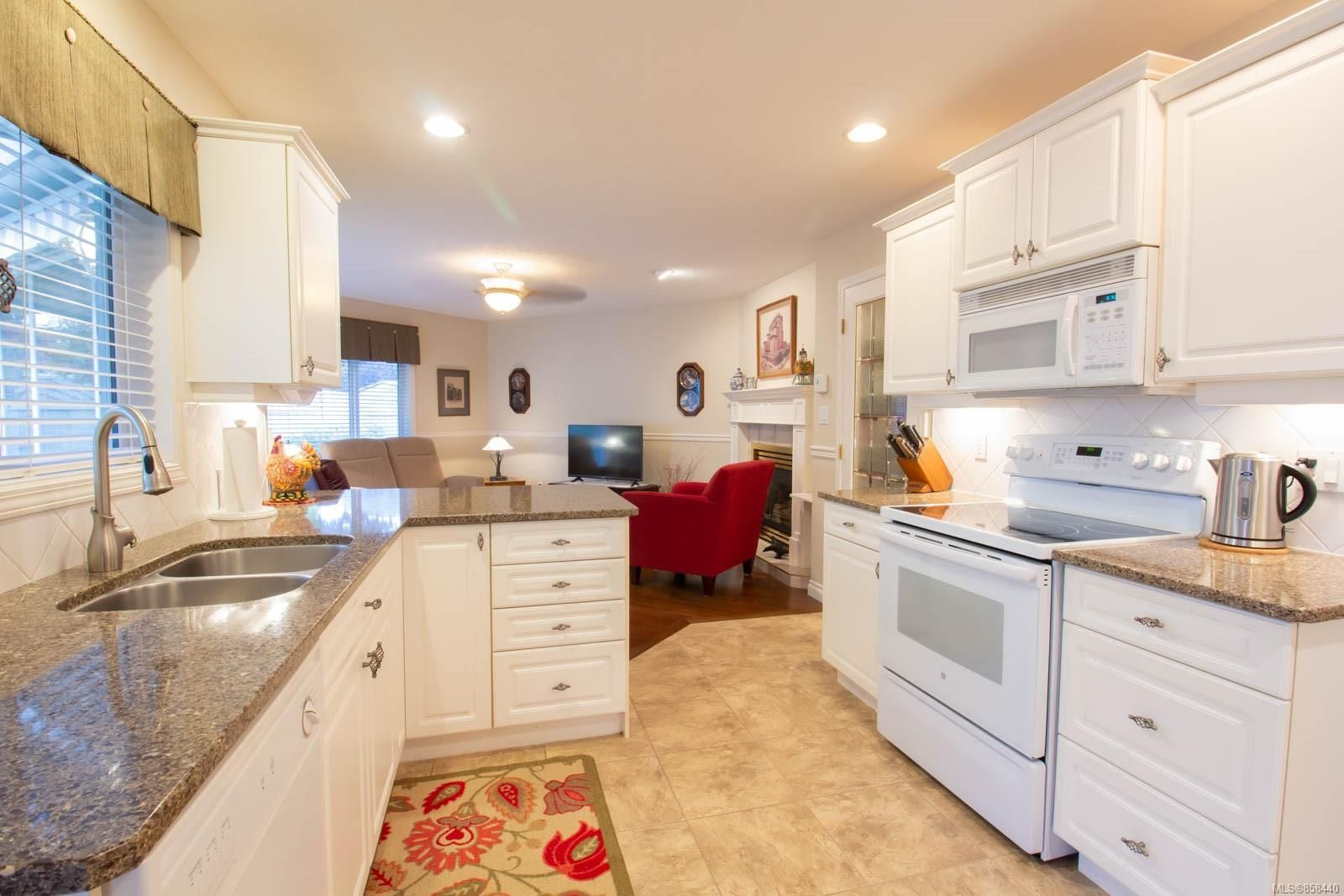 Photo 2: Photos: 798 Devon Pl in : PQ Qualicum Beach House for sale (Parksville/Qualicum)  : MLS®# 858440