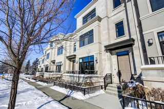 Photo 1: 10 Valour Circle SW in Calgary: Currie Barracks Row/Townhouse for sale : MLS®# A1069872