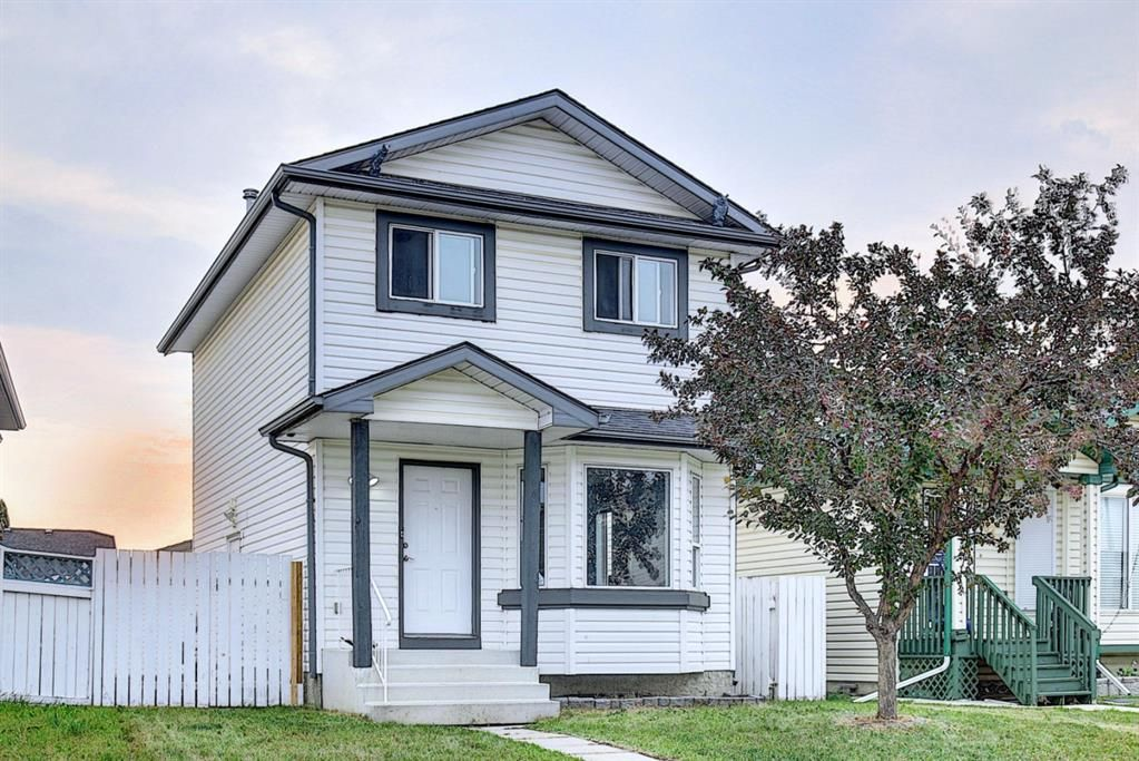 Main Photo: 165 Appleside Close SE in Calgary: Applewood Park Detached for sale : MLS®# A1136697