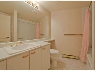 """Photo 11: 711 15111 RUSSELL Avenue: White Rock Condo for sale in """"Pacific Terrace"""" (South Surrey White Rock)  : MLS®# F1425012"""