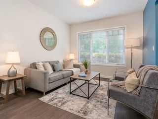 Photo 2: 227 14 Avenue NE in Calgary: Crescent Heights Detached for sale : MLS®# A1019508