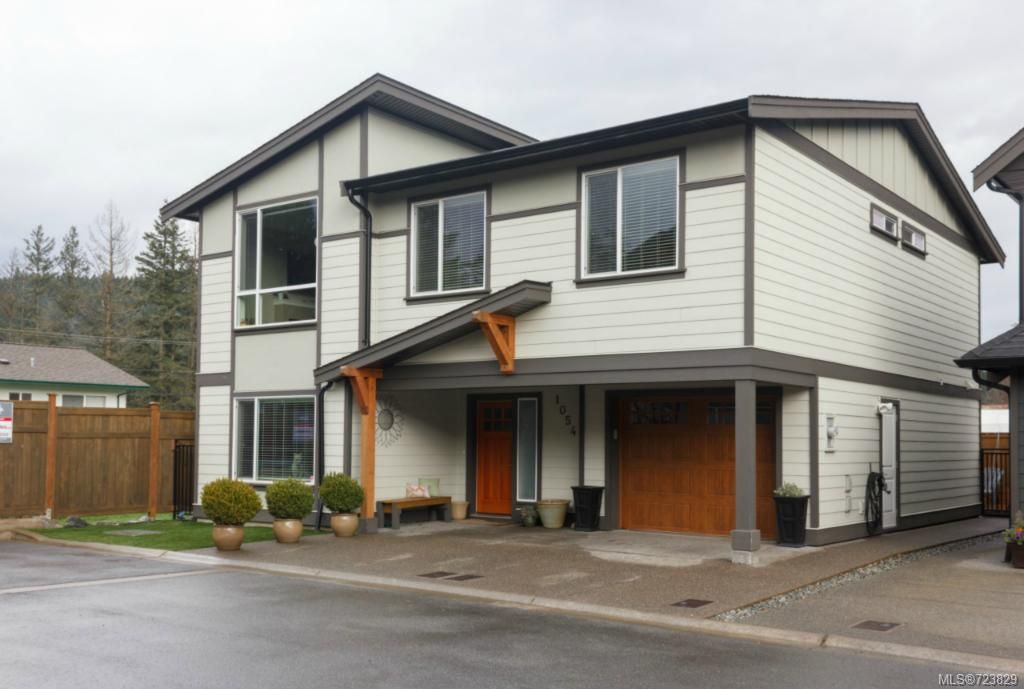 Main Photo: 1054 Whitney Crt in Langford: La Luxton House for sale : MLS®# 723829