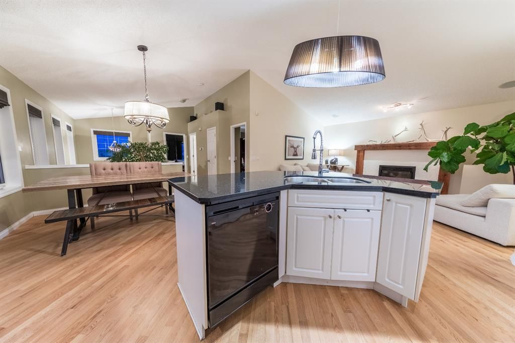 Photo 2: Photos: 42 Tuscany Hills Park NW in Calgary: Tuscany Detached for sale : MLS®# A1092297