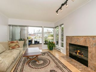 """Photo 5: 1585 MARINER Walk in Vancouver: False Creek Townhouse for sale in """"LAGOONS"""" (Vancouver West)  : MLS®# R2158122"""