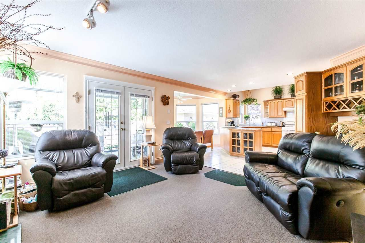 Photo 8: Photos: 21709 44 Avenue in Langley: Murrayville House for sale : MLS®# R2108375