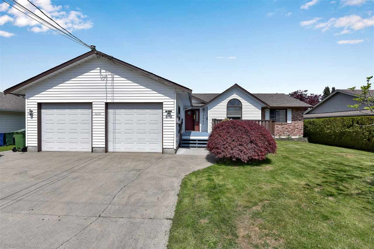 Main Photo: 33547 HUGGINS Avenue in Abbotsford: Central Abbotsford House for sale : MLS®# R2579173
