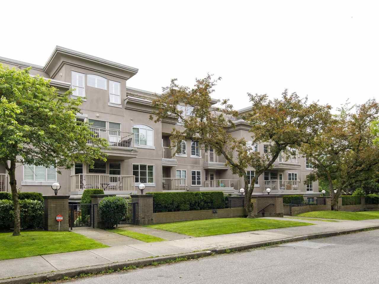 Main Photo: 204 2490 W 2 AVENUE in Vancouver: Kitsilano Condo for sale (Vancouver West)  : MLS®# R2466357