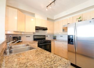 Photo 5: 502 2228 Marstrand Avenue in Solo: Home for sale