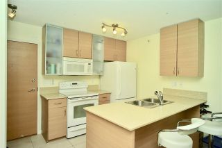 """Photo 5: 2203 977 MAINLAND Street in Vancouver: Yaletown Condo for sale in """"Yaletown Park III"""" (Vancouver West)  : MLS®# R2312985"""