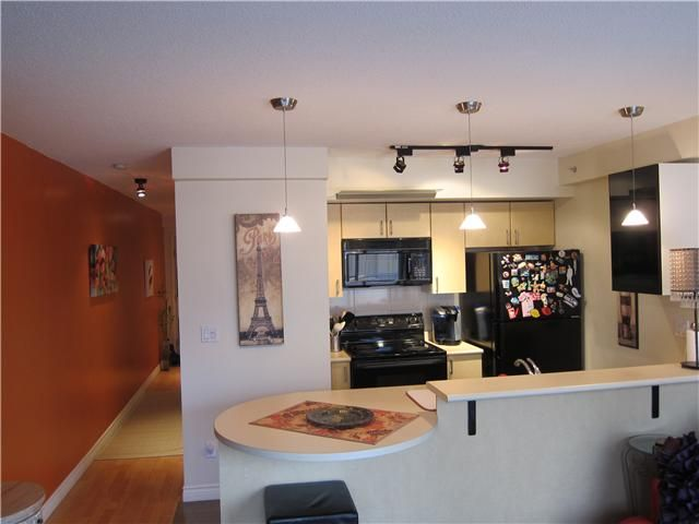 Main Photo: 202 528 ROCHESTER Avenue in Coquitlam: Coquitlam West Condo for sale : MLS®# V1042231