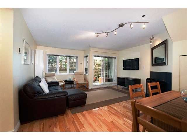 """Main Photo: 2259 ASH Street in Vancouver: Fairview VW Condo for sale in """"THE COURTYARDS"""" (Vancouver West)  : MLS®# V966973"""