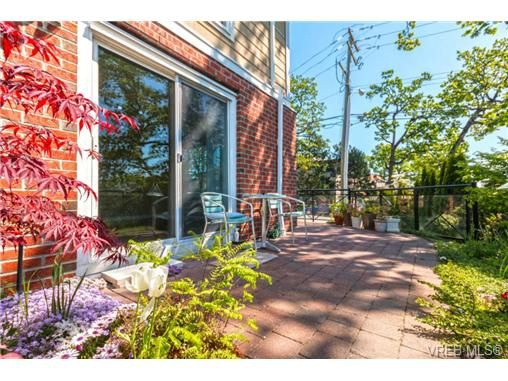 Main Photo: 109 4536 Viewmont Ave in VICTORIA: SW Royal Oak Condo for sale (Saanich West)  : MLS®# 728805