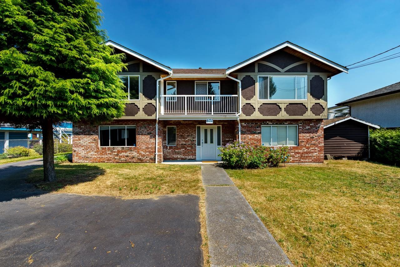 Main Photo: 671 BLUE MOUNTAIN Street in Coquitlam: Central Coquitlam House for sale : MLS®# R2598750