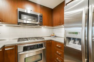 """Photo 14: 210 2940 KING GEORGE Boulevard in Surrey: King George Corridor Condo for sale in """"HIGH STREET"""" (South Surrey White Rock)  : MLS®# R2496807"""