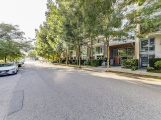 Photo 1: 609 1675 W 8TH Avenue in Vancouver: Fairview VW Condo for sale (Vancouver West)  : MLS®# R2620175