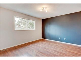 Photo 3: 6120 84 Street NW in Calgary: Silver Springs House for sale : MLS®# C4049555