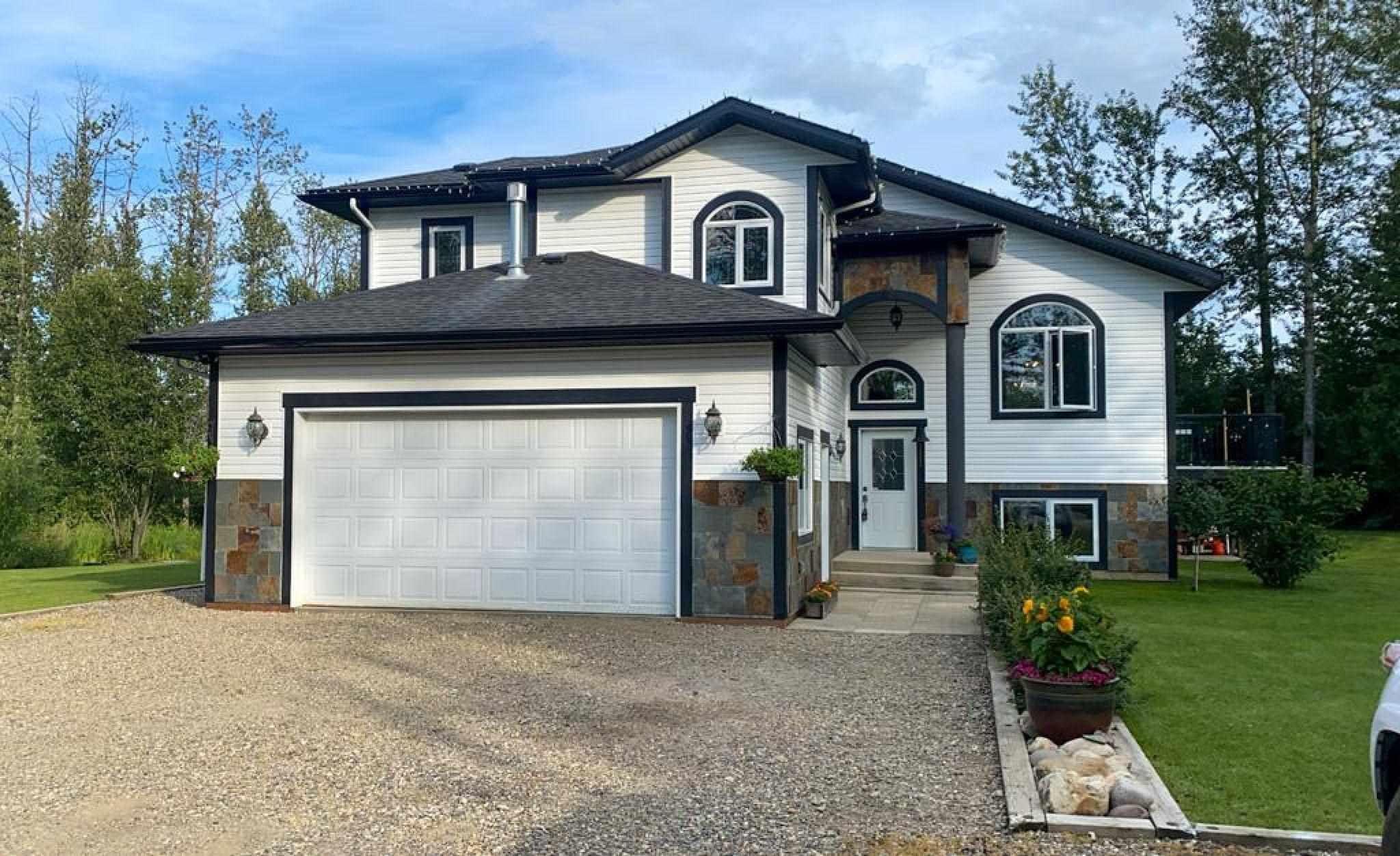 Main Photo: 13437 281 Road: Charlie Lake House for sale (Fort St. John (Zone 60))  : MLS®# R2605317