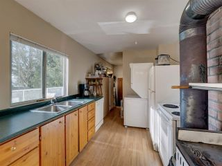 """Photo 16: 8089 REDROOFFS Road in Halfmoon Bay: Halfmn Bay Secret Cv Redroofs House for sale in """"WELCOME WOODS"""" (Sunshine Coast)  : MLS®# R2563771"""