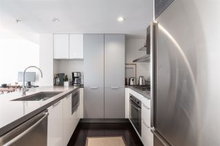 "Photo 3: 905 788 RICHARDS Street in Vancouver: Downtown VW Condo for sale in ""L'Hermitage"" (Vancouver West)  : MLS®# R2458988"