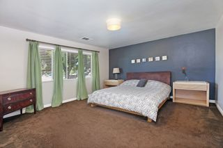 Photo 7: OCEANSIDE House for sale : 3 bedrooms : 1675 Avocado