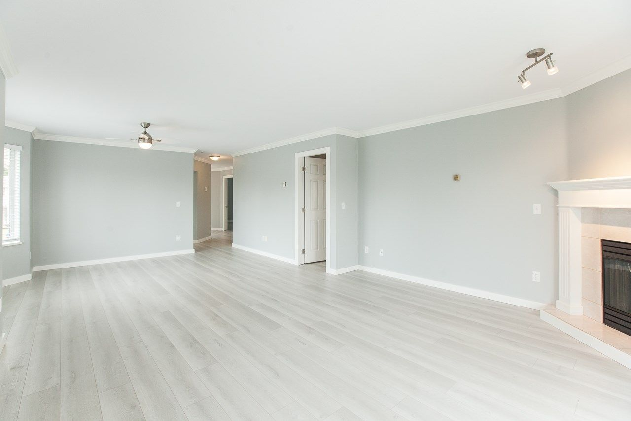 """Photo 10: Photos: 213 16031 82 Avenue in Surrey: Fleetwood Tynehead Townhouse for sale in """"SPRINGFIELD"""" : MLS®# R2450927"""