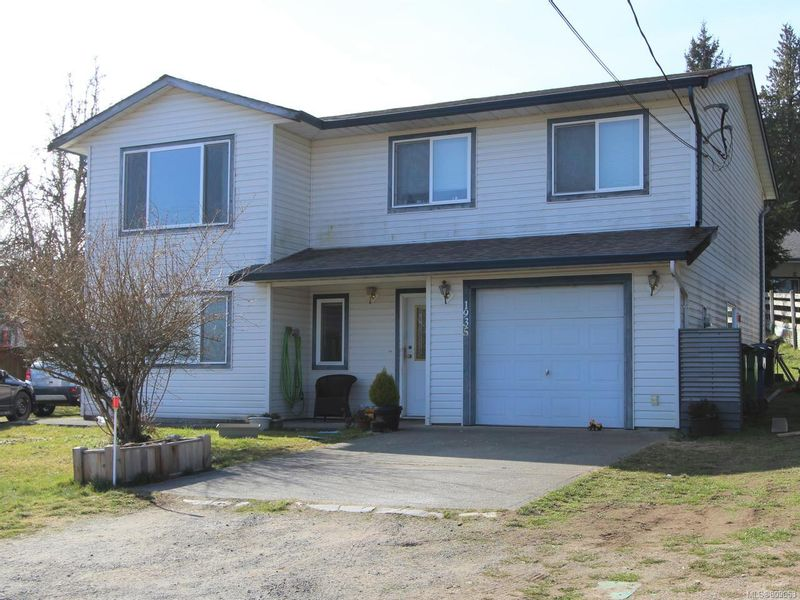 FEATURED LISTING: 1935 Jingle Pot Rd NANAIMO