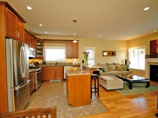 Photo 11: 359 Kinver St in VICTORIA: Es Saxe Point Half Duplex for sale (Esquimalt)  : MLS®# 598554