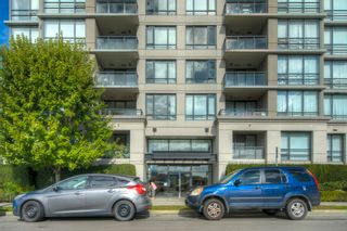"""Photo 15: 806 3333 CORVETTE Way in Richmond: West Cambie Condo for sale in """"Wall Centre at the Marina"""" : MLS®# R2622056"""