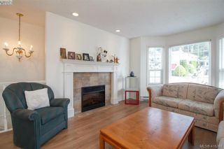 Photo 3: 8 709 Luscombe Pl in VICTORIA: Es Esquimalt House for sale (Esquimalt)  : MLS®# 825765